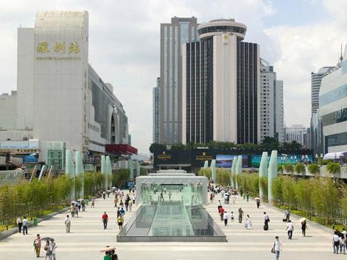 深圳火车站入口处