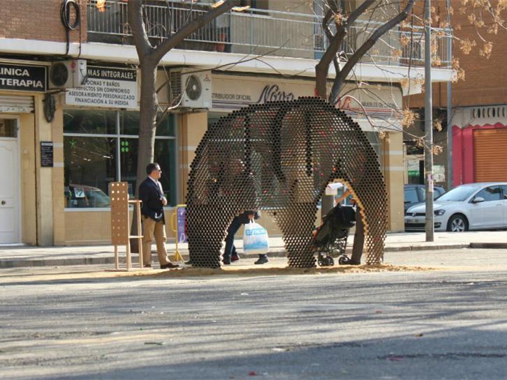西班牙硬纸板制大象装置