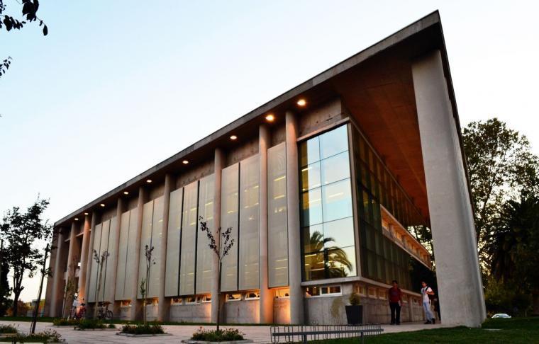 智利U.塔尔卡图书馆外部实景图-智利U.塔尔卡图书馆第2张图片
