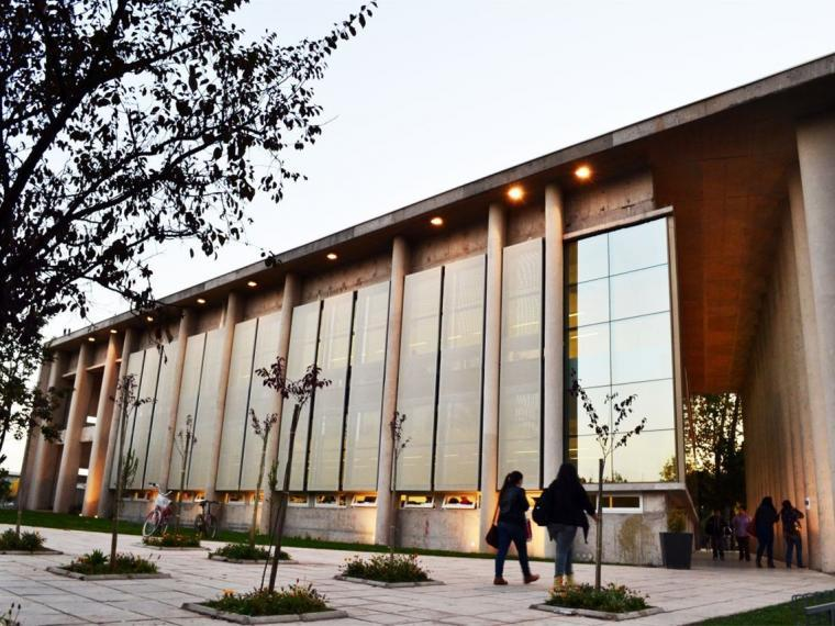 智利U.塔尔卡图书馆第1张图片