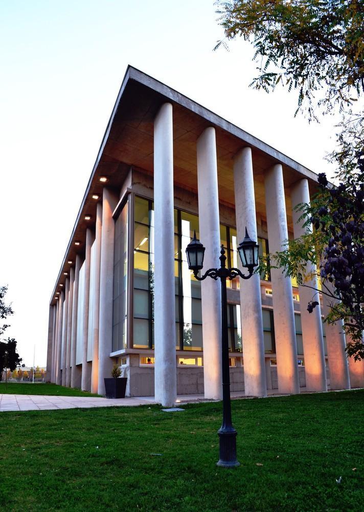 智利U.塔尔卡图书馆外部实景图-智利U.塔尔卡图书馆第3张图片