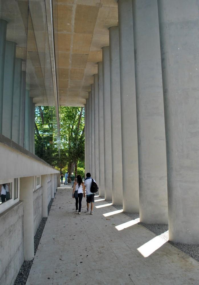 智利U.塔尔卡图书馆外部实景图-智利U.塔尔卡图书馆第4张图片