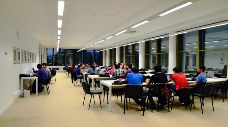 智利U.塔尔卡图书馆内部实景图-智利U.塔尔卡图书馆第17张图片