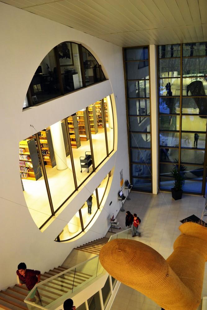 智利U.塔尔卡图书馆内部实景图-智利U.塔尔卡图书馆第21张图片