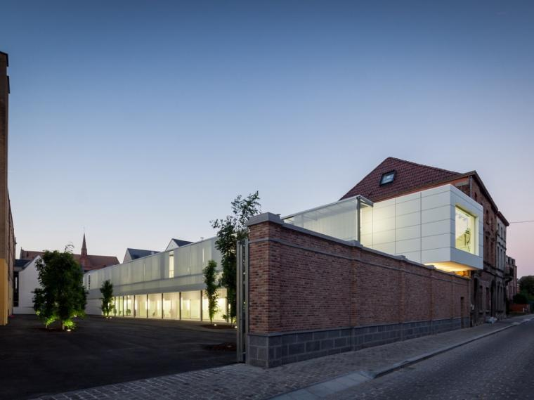 比利时连栋住宅的翻新