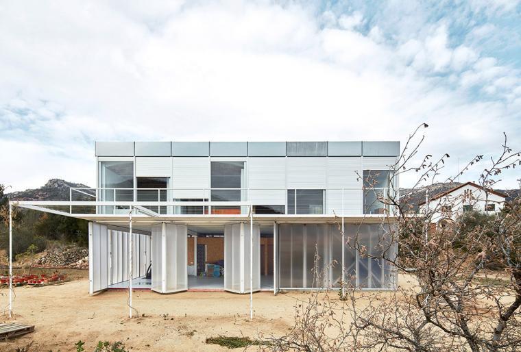西班牙双层住宅外部实景图-西班牙双层住宅第2张图片