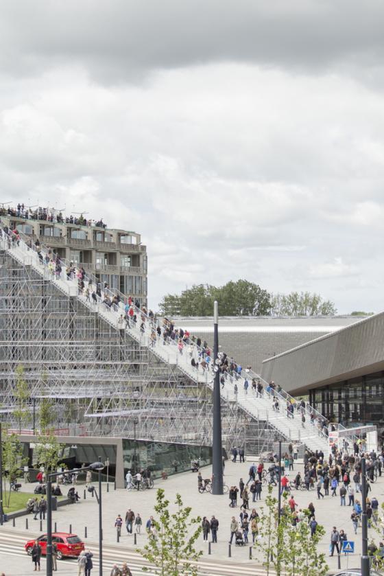 荷兰Rotterdam市中心纪念式阶梯装-荷兰Rotterdam市中心纪念式阶梯装置第16张图片