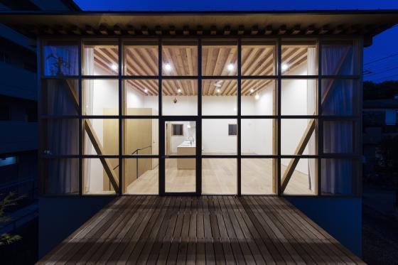 日本模块网格住宅外部夜景实景图-日本模块网格住宅第4张图片