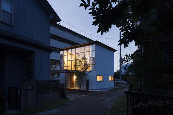 日本模块网格住宅外部夜景实景图-日本模块网格住宅第5张图片