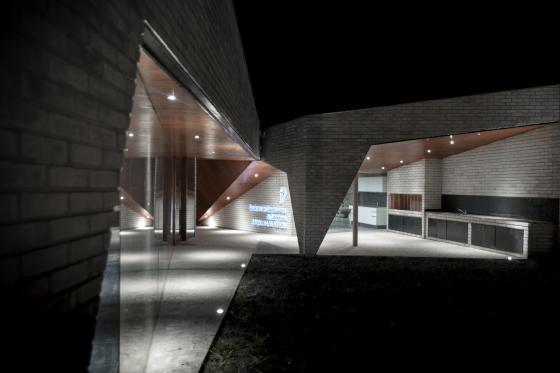 阿根廷SMF-TU医疗设施外部夜景实-阿根廷SMF-TU医疗设施第6张图片
