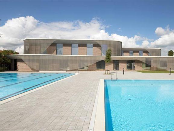 荷兰轻盈飘逸的游泳馆
