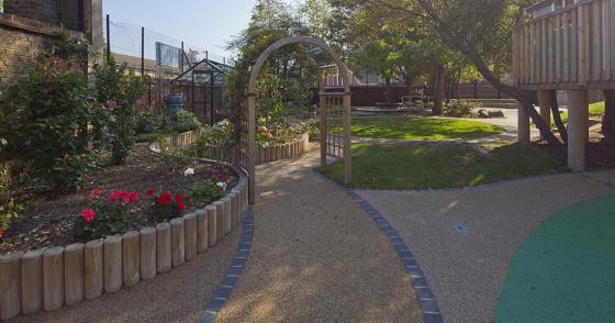 英国Martyrs小学运动场的改造外部-英国Martyrs小学运动场的改造第8张图片