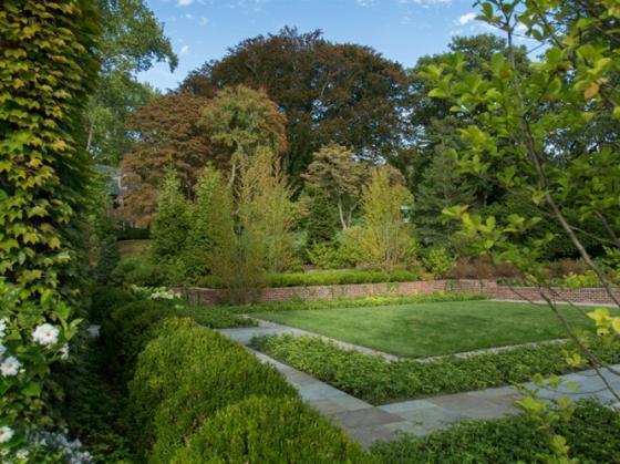 英国Chestnut山地花园第1张图片