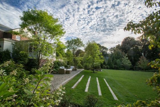 英国Chestnut山地花园外部实景图-英国Chestnut山地花园第3张图片