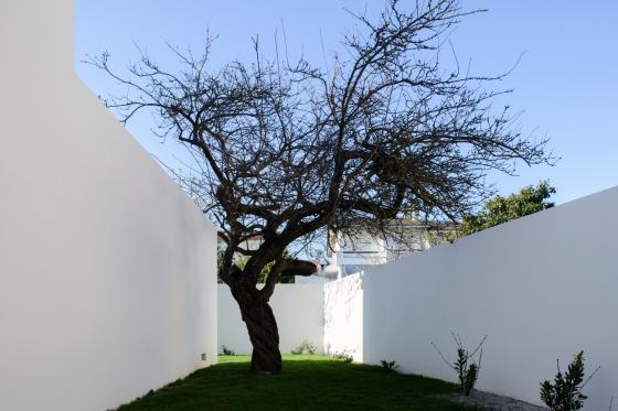 葡萄牙奥埃拉斯住宅外部实景图-葡萄牙奥埃拉斯住宅第3张图片