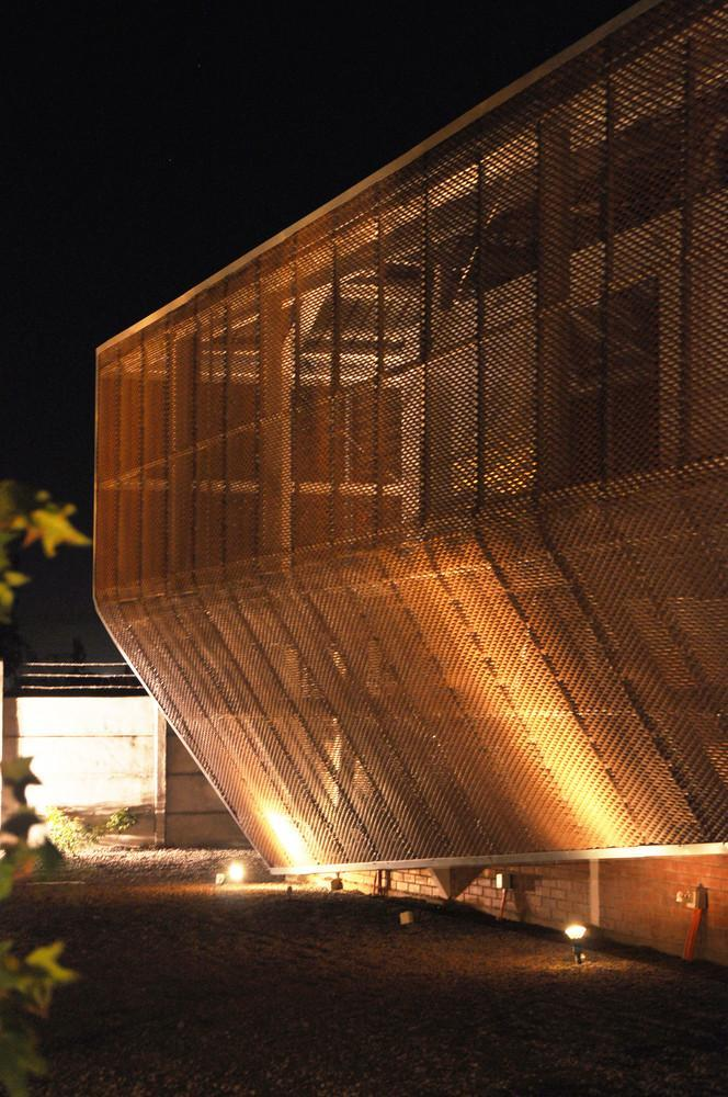 智利Proingas办公楼外部夜景实景-智利Proingas办公楼第14张图片