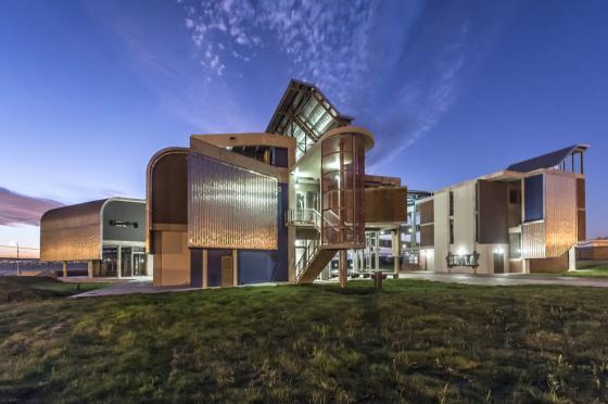 南非NMMUBEd基础设施建筑-南非NMMU B Ed基础设施建筑外部夜-南非NMMU B Ed基础设施建筑第11张图片