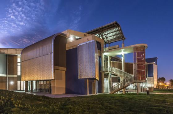 南非NMMUBEd基础设施建筑-南非NMMU B Ed基础设施建筑外部夜-南非NMMU B Ed基础设施建筑第12张图片
