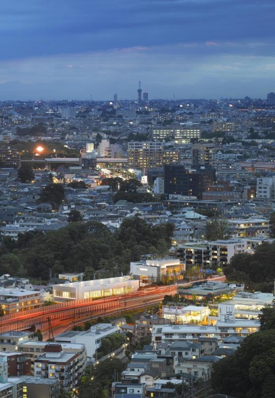 东京水上运动与水疗中心外部夜景-东京水上运动与水疗中心第13张图片