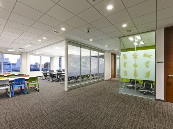 日本NBC环球公司办公室室内实景图-日本NBC环球公司办公室第6张图片