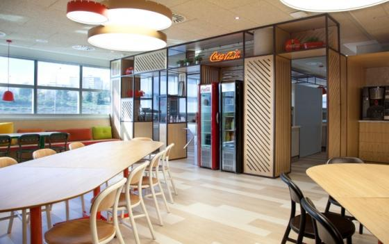西班牙可口可乐总部员工餐厅室内-西班牙可口可乐总部员工餐厅第3张图片
