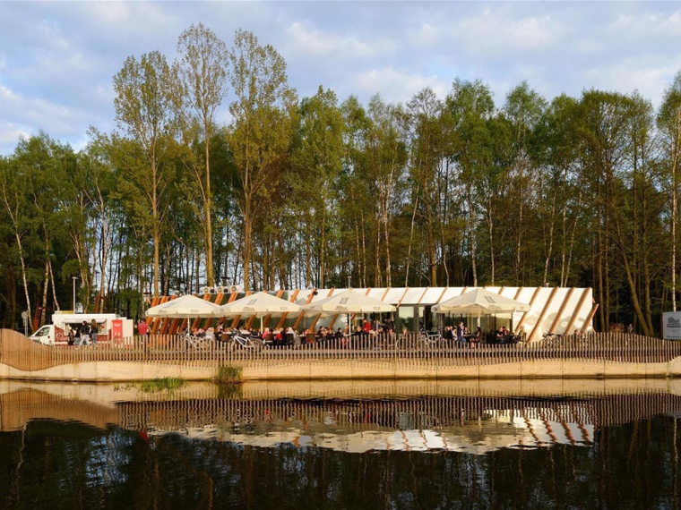 波兰Paprocany湖岸餐厅