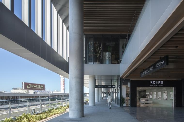 凤凰国际机场停车楼综合体-7