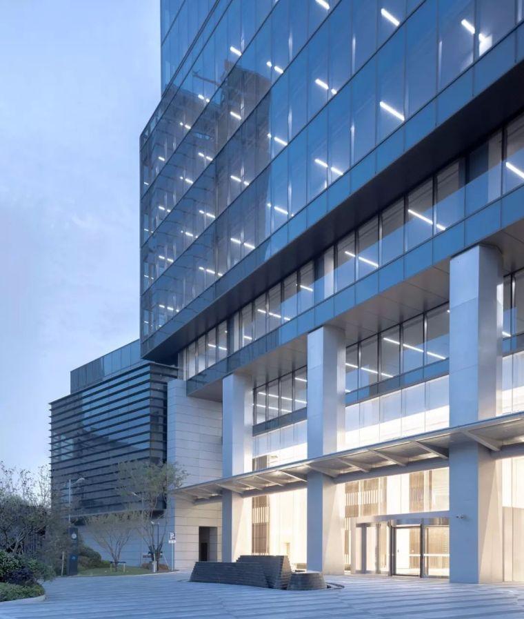 建筑师以集装箱为灵感,在魔都设计出一栋谦逊的办公楼_18