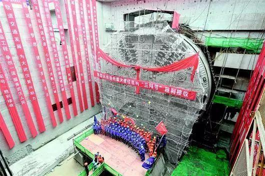 世界首条公铁合建盾构隧道—武汉地铁7号线隧道穿过长江