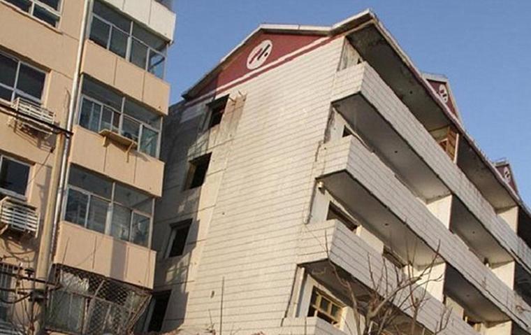 """""""楼歪歪""""事件时有发生,房屋质量成主要难题"""