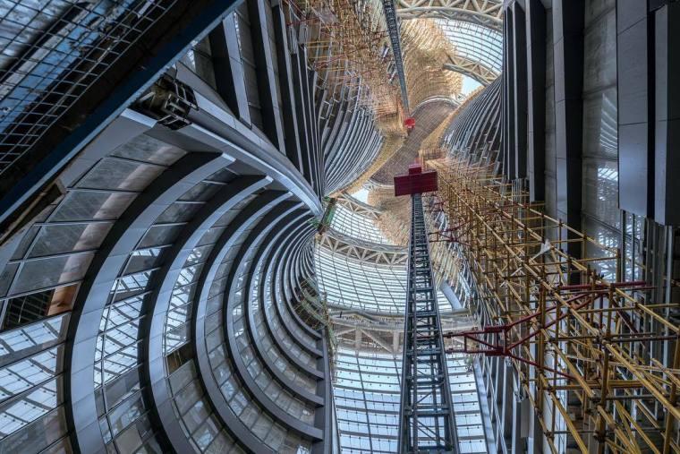 """扎哈事务所""""丽泽SOHO""""最新现场图,仰望198米世界最高中庭"""