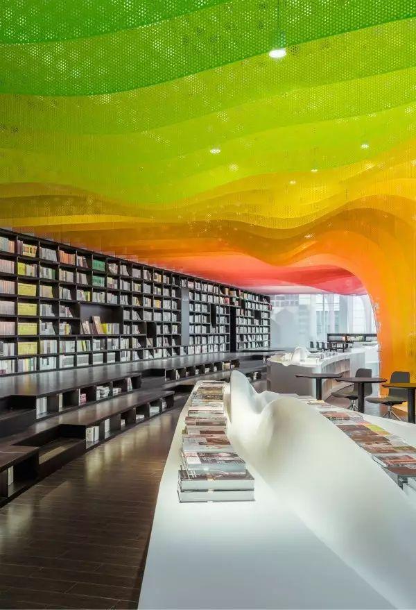 金属彩虹里的书店,苏州钟书阁