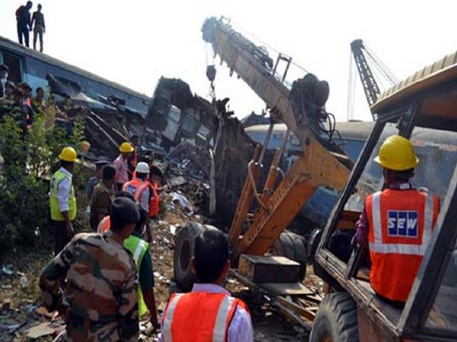 印度火车脱轨事故致百余人死,铁轨断裂或系元凶