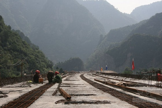 某铁路无砟轨道梁桥面系防水层、保护层施工技术交底