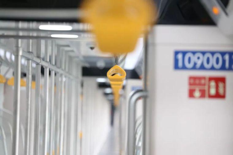 成都首条全自动无人驾驶地铁9号线首列车今日在蓉亮相!_25