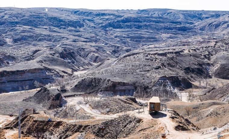 郑东贤:内蒙古砒沙岩地质公园