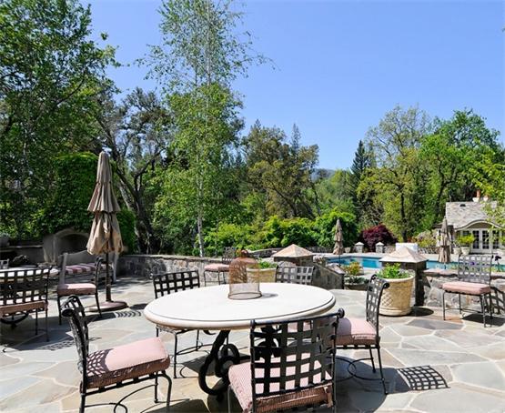 别墅景观设计元素在空间中营造典雅的庭院