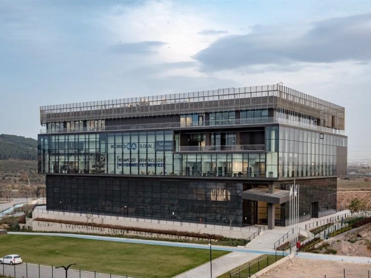 土耳其萨班哲大学综合科技研发中心