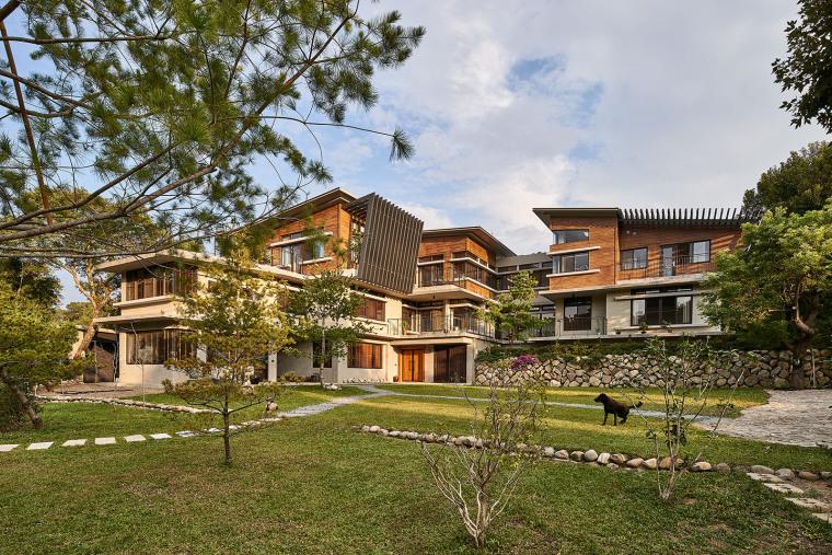 台湾山中L型单栋住宅