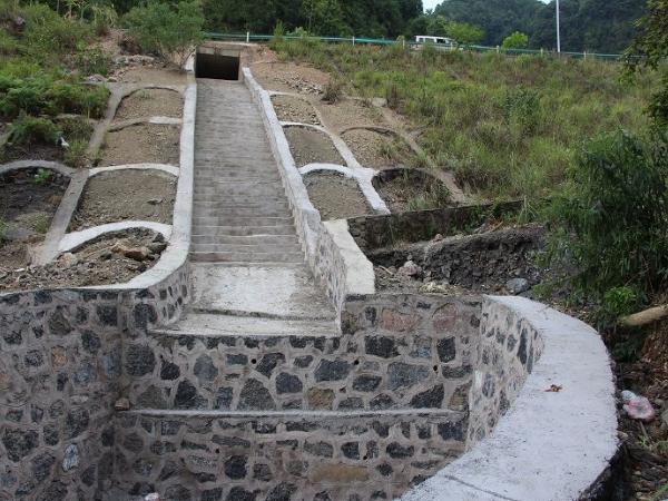 初探市政工程中跌水与急流槽的施工技术