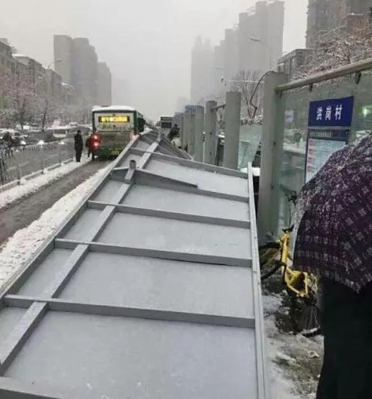 施工、监理和设计多人被刑拘,公交站台倒塌调查结果公布