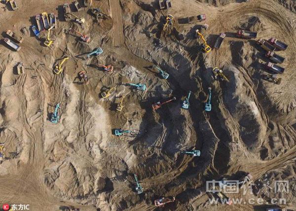 废弃井填埋资料下载-保定6岁男孩坠45米枯井,140台作业车辆彻夜救援