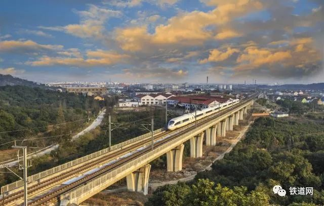 南宁至玉林铁路正式开工设计速度350公里