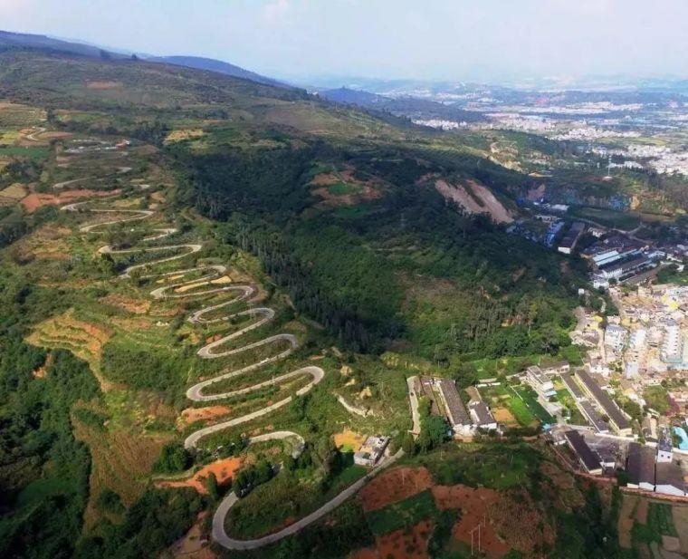 7公里68道弯,云南这条农村公路堪称世界上最弯的公路!