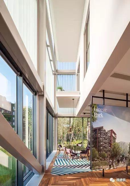 """27米长的""""空中泳池"""",在两栋大楼的第10层连接在一起,中间完全_59"""