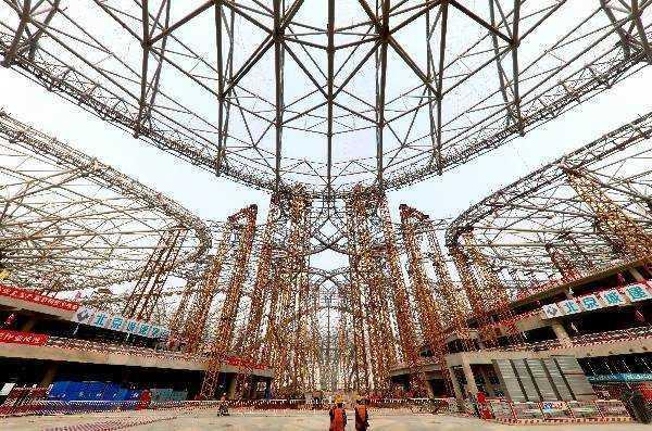 世界最大的钢结构建筑——北京新机场航站楼封顶,耗钢5.2万吨!