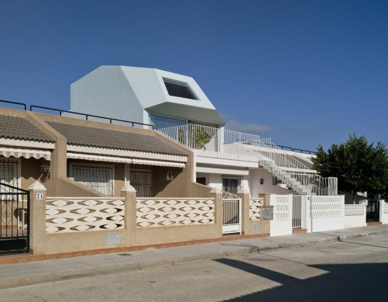 西班牙面朝灯塔的海滨别墅