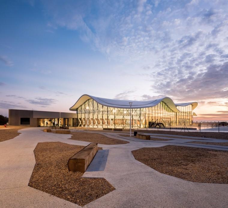 法国圣吉尔克鲁瓦德维游泳池馆