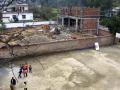 陕西一学校操场一半被用作盖村委会办公楼