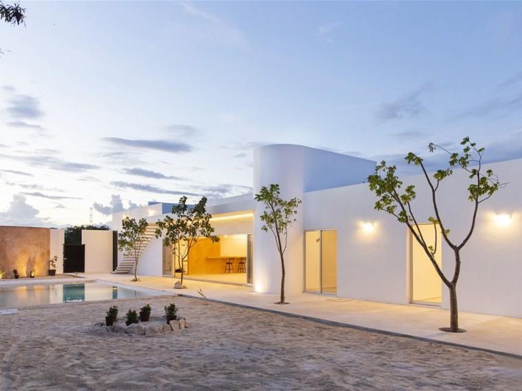 墨西哥白色圆柱家庭住宅